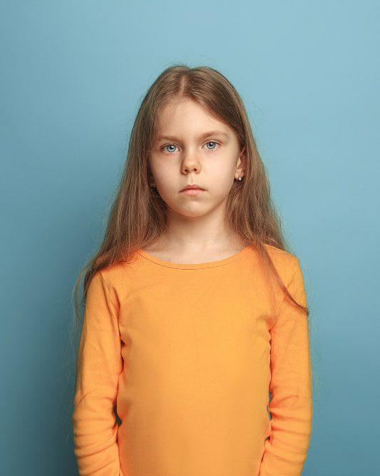 smutna dziewczynka z depresją