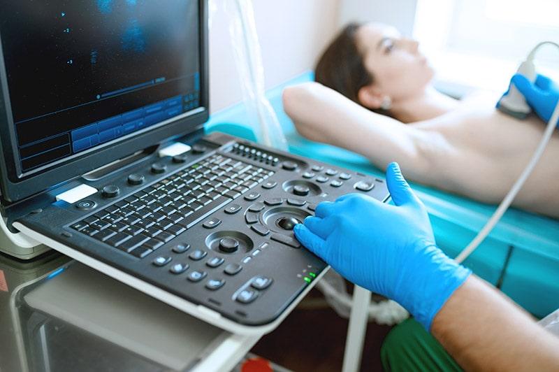 Rak piersi: Jakie badania wykonać w kierunku onkologii kobiecej?