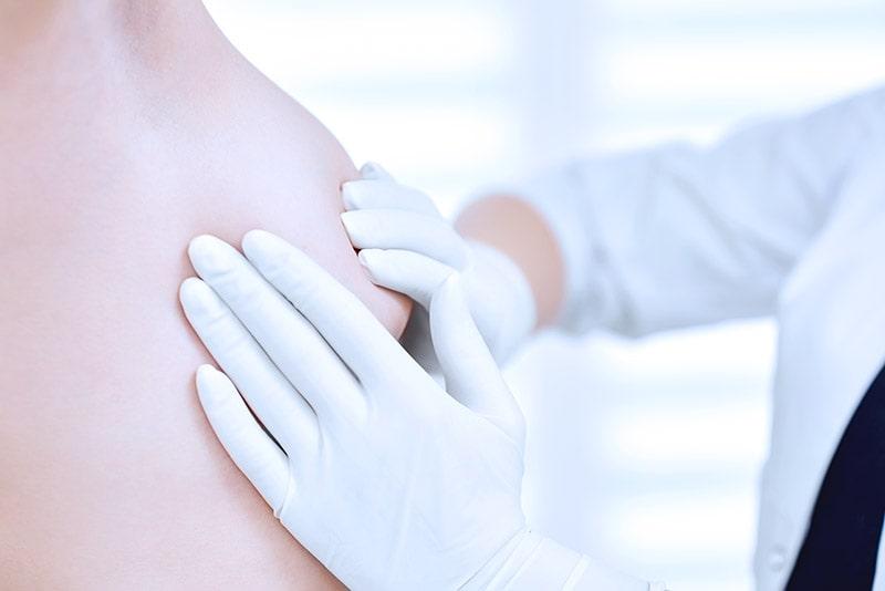 Różowy październik: Samobadanie piersi i inne metody